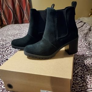 Ugg boots new in box w/tags size 8.5 women